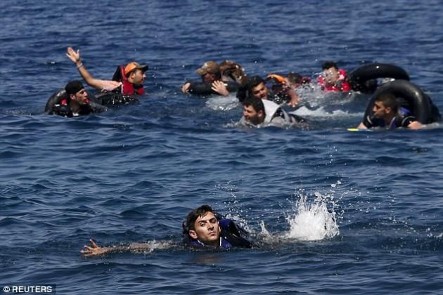 Spašavanje sirijskih izbjeglica u blizini obale Lesbosa, Grčka
