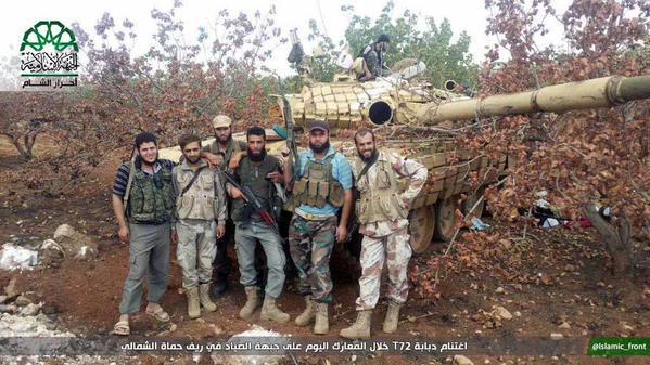 Ruski tenk T72 u rukama boraca Ahraruš-Šama u Hami