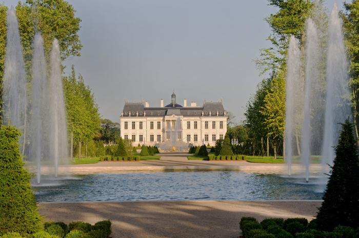 Dvorac Luja XIV u blizini Versaja